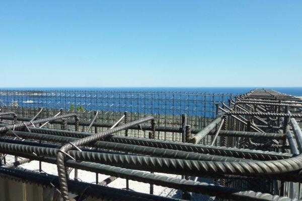 Détail d'angle pour une construction de piscine structure béton