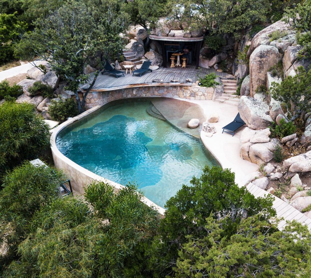 Bassin type naturelle en beton armé couleur verte