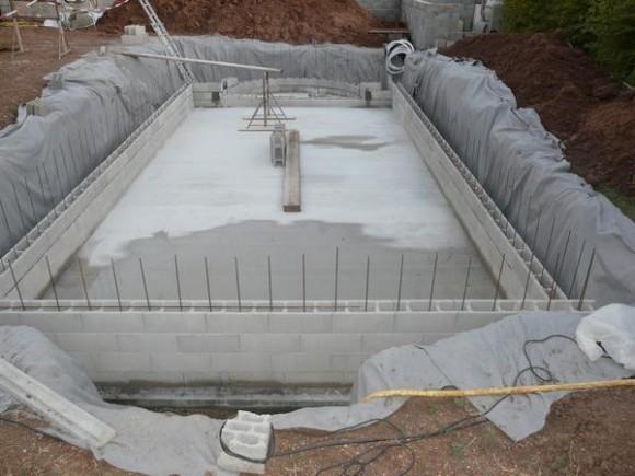 construction piscine en parpaing